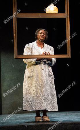 Sharon D Clarke (Linda Loman)