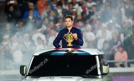 England vs South Africa. New Zealand's Richie Mccaw with the Webb Ellis Trophy