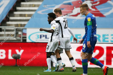 Nathan Dyer of Swansea goal cele with team