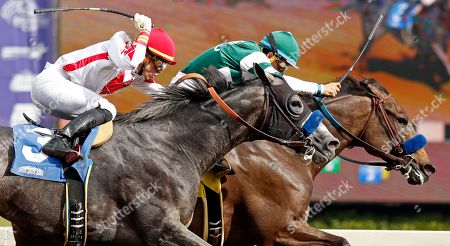 FLAGSTAFF (right, Victor Espinoza) beats ROADSTER (left) in The Damascus Stakes Santa Anita USA