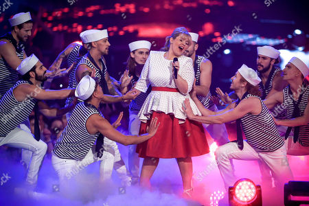 Maite Kelly (C) performs during the TV show 'Schlagerbooom 2019 - Alles funkelt! Alles glitzert!' (lit.: Hit Booom 2019 - everything sparkles, everything glitters) at the Westfalenhalle in Dortmund, Germany, 02 November 2019.