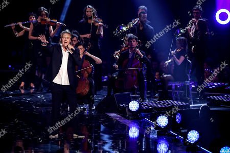 Howard Carpendale (L) performs during the TV show 'Schlagerbooom 2019 - Alles funkelt! Alles glitzert!' (lit.: Hit Booom 2019 - everything sparkles, everything glitters) at the Westfalenhalle in Dortmund, Germany, 02 November 2019.
