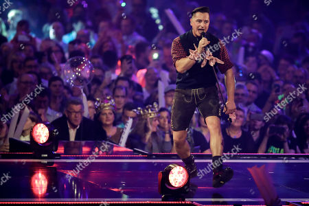 Andreas Gabalier performs during the TV show 'Schlagerbooom 2019 - Alles funkelt! Alles glitzert!' (lit.: Hit Booom 2019 - everything sparkles, everything glitters) at the Westfalenhalle in Dortmund, Germany, 02 November 2019.