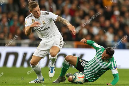 Real Madrid's Toni Kroos (L) in action against Betis' Andres Guardado (R) during the Spanish La Liga soccer match between Real Madrid and Real Betis at Santiago Bernabeu stadium in Madrid, Spain, 02 November 2019.