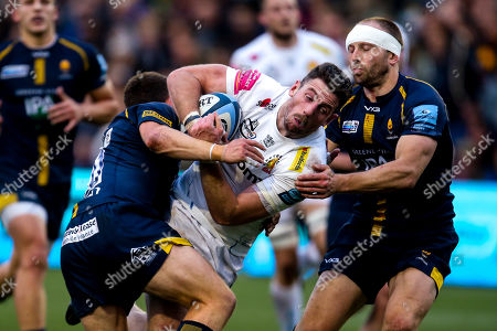Alex Cuthbert of Exeter Chiefs is tackled by Duncan Weir of Worcester Warriors and Chris Pennell of Worcester Warriors