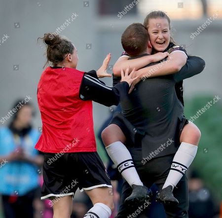Peamount United vs Wexford Youths WFC. Wexford Youths' Lauren Kelly celebrates scoring her sides second goal with manager Tom Elmes