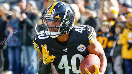 Pittsburgh Steelers running back Tony Brooks-James warms up before an NFL football game against the Indianapolis Colts, in Pittsburgh