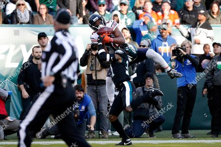 Chicago Bears' Allen Robinson (12) cannot hang onto a pass against Philadelphia Eagles' Jalen Mills (31) during the second half of an NFL football game, in Philadelphia