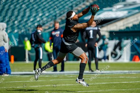 Philadelphia Eagles wide receiver DeSean Jackson (10) warms up prior to the the NFL football game against the Chicago Bears, in Philadelphia. The Eagles won 22-14