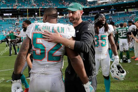 Adam Gase, Raekwon McMillan. New York Jets head coach Adam Gase hugs Miami Dolphins middle linebacker Raekwon McMillan (52) after an NFL football game against the Miami Dolphins, in Miami Gardens, Fla. Dolphins win 26-18