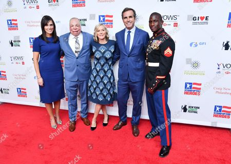 Stock Image of Anne Marie Dougherty, Sgt Sgt Israel Del Toro Jr, Lee Woodruff, Bob Woodruff, and Kionte Storey