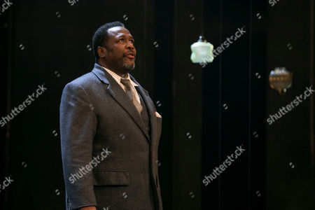 Wendell Pierce (Willy Loman) during the curtain call