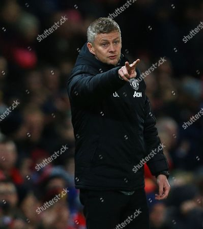 Manchester United manager Ole Gunnar Solskjaer issues instructions