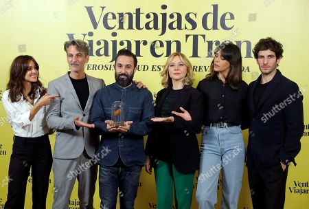 Spanish filmmaker Aritz Moreno (C) poses with cast members Macarena Garcia, Ernesto Alterio, Pilar Castro, Belen Cuesta and Quim Gutierrez during the presentation of the comedy movie 'Ventajas de viajar en tren' (lit. Advantages of traveling by train) in Madrid, Spain, 05 November 2019. The film will be premiered in theaters in Spain 08 November 2019.
