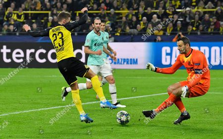 Dortmund's Thorgan Hazard, left, challenges for the ball with Inter Milan's goalkeeper Samir Handanovic during the Champions League group F soccer match between Borussia Dortmund and Inter Milan, in Dortmund, Germany
