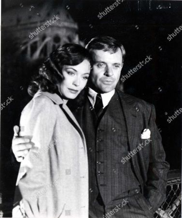 Television Programme 'arch Of Triumph' 1984 Leseley Anne Down Who Plays The Part Which Ingrid Bergman Played And Anthony Hopkins Who Plays The Part Which Was Played By Charles Boyer - Scenes Around The Norte Dame And The Restaurant In The Montmarte Area.