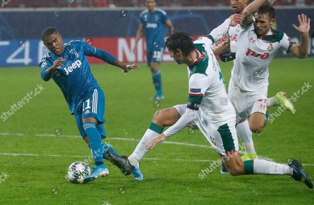Juventus' Douglas Costa, left, fights for the ball with Lokomotiv's Vedran Corluka during the Champions League Group D soccer match between Lokomotiv Moscow and Juventus at the Lokomotiv Stadium in Moscow, Russia