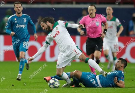 Lokomotiv's Grzegorz Krychowiak, centre, fights for the ball with Juventus' Sami Khedira, bottom, during the Champions League Group D soccer match between Lokomotiv Moscow and Juventus at the Lokomotiv Stadium in Moscow, Russia