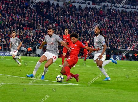 06.11.2019, Football UEFA Champions League 2019/2020, , 4. match day, FC Bayern Muenchen - Olympiakos Piraeus, in Allianz-Arena Muenchen,      Yassine Meriah (Olympiakos Piraeus)  -  Serge Gnabry (FC Bayern Muenchen)