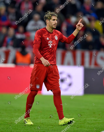 06.11.2019, Football UEFA Champions League 2019/2020, , 4. match day, FC Bayern Muenchen - Olympiakos Piraeus, in Allianz-Arena Muenchen,     Javi Martinez (FC Bayern Muenchen) meldet sich.