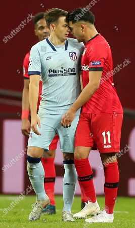 Nadiem Amiri (R) of Bayer Leverkusen and Santiago Arias of Atletico during the UEFA Champions League group D soccer match between Bayer Leverkusen and Atletico Madrid in Leverkusen, Germany, 06 November 2019.