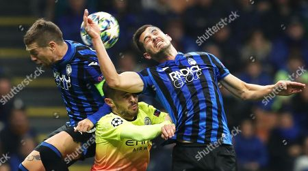Manchester City's Ilkay Guendogan (C) in action against Atalanta players Alejandro Gomez (L) and Remo Freuler (R) during the UEFA Champions League group C soccer match Atalanta Bergamo and Manchester City at Giuseppe Meazza stadium in Milan, Italy, 06 November 2019.