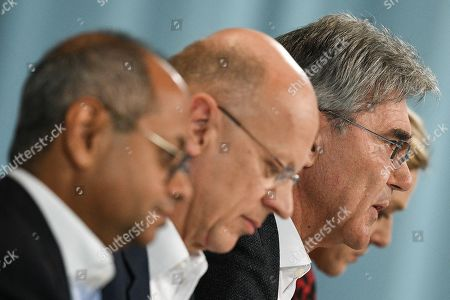 Siemens CEO Joe Kaeser (R) speaks next to Siemens Chief Financial Officer (CFO) Ralf Peter Thomas (C) and Co-CEO Gas and Power Siemens Gamesa Renewable Energy, Michael Sen (L), during the Siemens annual press conference in Munich, Germany, 07 November 2019.