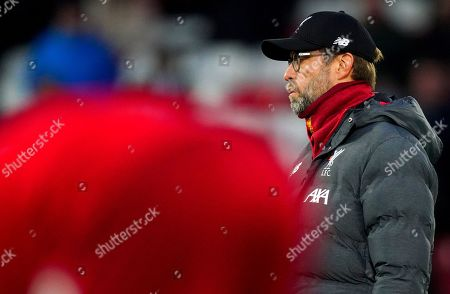 Liverpool manager Jurgen Klopp looks on during the warm up
