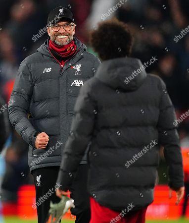 Liverpool manager Jurgen Klopp smiles at Mohamed Salah at full time