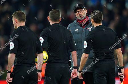 Liverpool manager Jurgen Klopp speaks with the match officials at full time