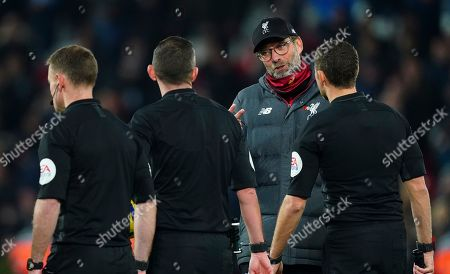 Liverpool manager Jurgen Klopp talks to the officials at full time