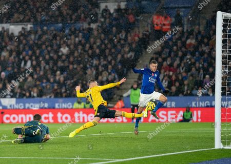 Calum Chambers of Arsenal breaks up a scoring chance for Jamie Vardy of Leicester City