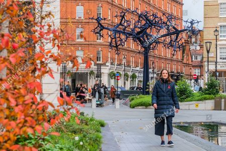 Bicameral, a new public sculpture by Royal Academician, Conrad Shawcross at Chelsea Barracks.