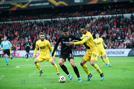 Frankfurt's Andre Silva, left, vies for the ball with Liege's Konstantinos Laifis during the Europa League Group F soccer match between Standard Liege and Eintracht Frankfurt at the Maurice Dufrasne stadium in Liege, Belgium