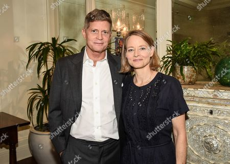 Santa Monica, CA, November 7 2019 - Jodie Foster, star of STXinternational's Hot Title Prisoner 760, and attends a buyers presentation this morning at the American Film Market with STX Chairman and CEO Robert Simonds, pictured here on the left, STXinternational's President John Friedberg, Executive Producers 30WEST's Micah Green and Dan Steinman, Topic Studios' Maria Zuckerman and Ryan Heller. STXinternational is handling international rights to the feature and will directly distribute in the UK and Ireland. UTA Independent Film Group helped structure the financing on behalf of the filmmakers and are representing the U.S. sale with 30WEST.