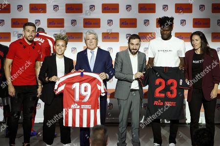 Atletico Madrid's players Hector Herrera (L), Amanda Sampedro Bustos (2L), Ghanian Thomas Partey (2R), and Silvia Meseguer (R), pose with Atletico Madrid's President, Enrique Cerezo (C-L), and the Director General of Ria Money Transfer in Europe, Jose Cabral, during the presentation of Ria as the new sponsor of the team at Wanda Metropolitano stadium in Madrid, Spain, 08 November 2019. Atletico de Madrid has signed a contract with US company Ria Money Transfer for the next four seasons.