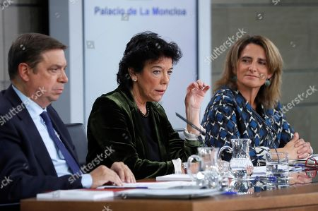 Spanish acting Government's spokeswoman and Education Minister, Isabel Celaa (C) speaks next to Agriculture Minister Luis Planas (L) and Ecologic Transition Minister Teresa Ribera during a press conference following the weekly Cabinet meeting at La Moncloa Palace, in Madrid, Spain, 08 November 2019. The Cabinet meeting was the last one held before the Spanish general election scheduled for upcoming 10 November 2019.