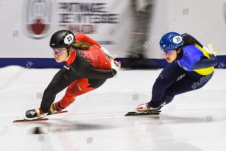 Courtney Lee Sarault (CAN) takes a turn during the ISU World Cup II at Maurice-Richard Arena in Montreal, Quebec