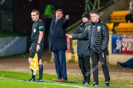 Tommy Wright, manager of St Johnstone FC shouts at his players during the Ladbrokes Scottish Premiership match between St Johnstone FC and Hibernian FC at McDiarmid Park, Perth