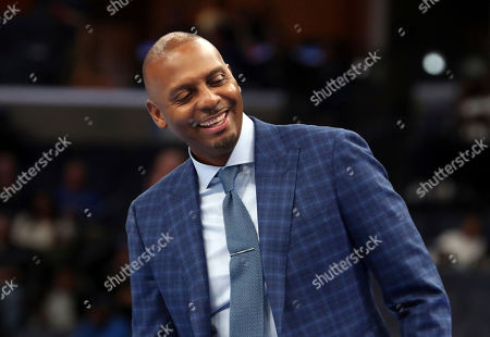 Memphis head coach Penny Hardaway laughs from the bench in an NCAA college basketball game against University of Illinois-Chicago, in Memphis, Tenn