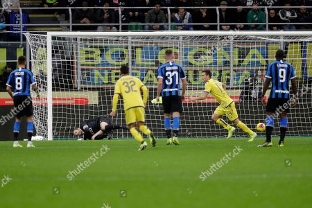 Verona's Valerio Verre, 2nd right, celebrates after scoring his side's opening goal during the Serie A soccer match between Inter Milan and Hellas Verona, at the San Siro stadium in Milan, Italy