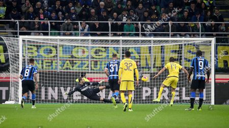 Hellas Verona's mildfielder Valerio Verre scores goal during the Italian Serie A soccer match FC Inter vs Hellas Verona at the  Giuseppe Meazza Stadium in Milan, Italy 9  November 2019