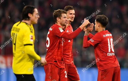 Bayern's Thomas Mueller (L-R), Bayern's Leon Goretzka and Bayern's Philippe Coutinho celebrate after the German Bundesliga soccer match between FC Bayern Munich and Borussia Dortmund in Munich, Germany, 09 November 2019.
