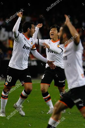 Daniel Parejo, Kang In Lee and Jose Luis Gaya react in anger and shout after a referee decision.