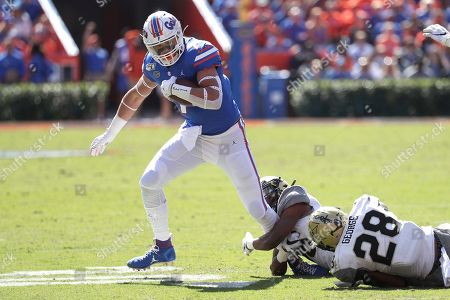 Florida tight end Lucas Krull (7) is stopped by Vanderbilt defensive back BJ Anderson, center, and defensive back Allan George (28) during the first half of an NCAA college football game, in Gainesville, Fla