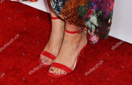 Amy Smart, shoe detail