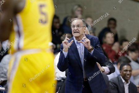 Oklahoma coach Lon Kruger calls a play during the first half of the team's NCAA college basketball game against Minnesota in Sioux Falls, S.D