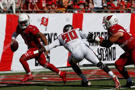 Arizona Cardinals quarterback Kyler Murray (1) eludes Tampa Bay Buccaneers defensive end Jason Pierre-Paul (90) during the first half of an NFL football game, in Tampa, Fla