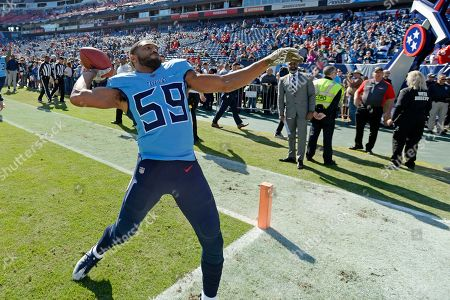 Tennessee Titans inside linebacker Wesley Woodyard throws a ball to fans before an NFL football game against the Kansas City Chiefs, in Nashville, Tenn