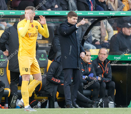 Rangers Manager Steven Gerrard gives thumbs up to players after Joe Aribo of Rangers scored to give them 1-0 lead.